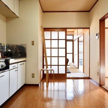 ゆったりめのキッチン。カフェテーブルなど小さなイートスペースを作れそう。