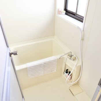 洗い場、浴槽ともに広い浴室。換気もラクラクです。