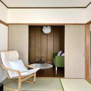 【和室】洋室、ダイニングのどちらからでも行き来できます。※写真の家具・雑貨はサンプルのものです