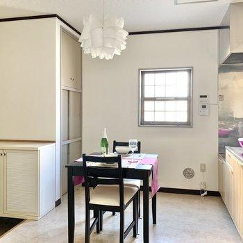 【DK】2人掛けのテーブルなら置ける広さ。※写真の家具・雑貨はサンプルのものです