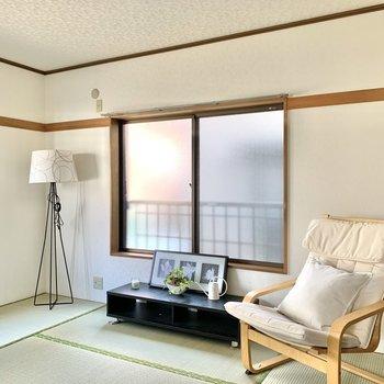 【和室】間接照明を置くとモダンな印象ですね。※写真の家具・雑貨はサンプルのものです