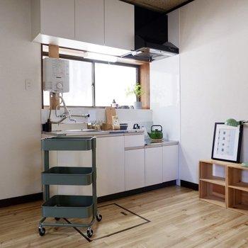 ホワイトのキッチンが上品ですね。