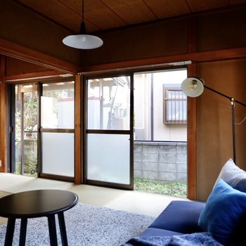【和室6帖】大きな2枚の窓に、印象的な美しさを感じます。
