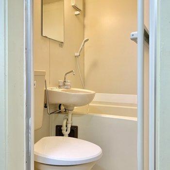 キッチンの背中側が3点ユニットの浴室です。ゆとりも感じる広さでした。