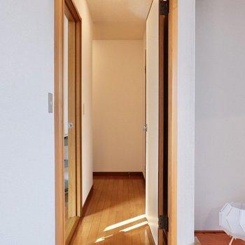 【和室】キッチン横と和室から、廊下に出られます。