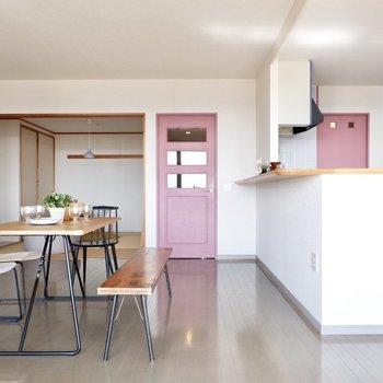 【LDK】ピンクのドアがキュート。