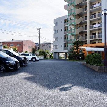 敷地内駐車スペースも広いですよ。(空き要確認)
