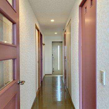 廊下を見ていきましょう。