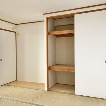 【和室】寝具もスッキリ入る押入れ。