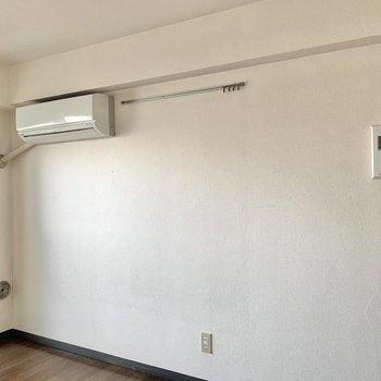 フックレールを活用してお部屋に個性を出したいですね。