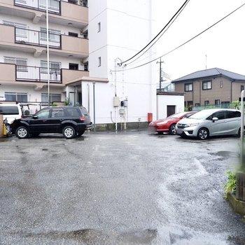 駐車場(空き要確認)。平置きで出し入れしやすそうですね。