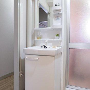 スマートな洗面台に機能美を感じます。