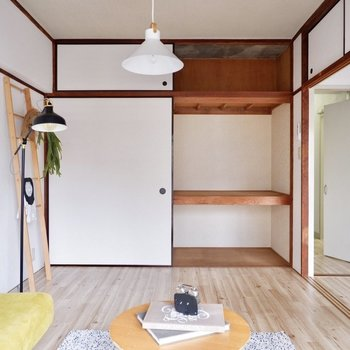 【洋室】グリーンやパステルカラーなど、ナチュラルな色合いが似合いそうですね。