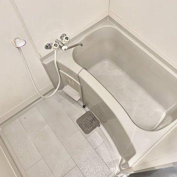 お風呂もゆったり。※フラッシュを使用しています