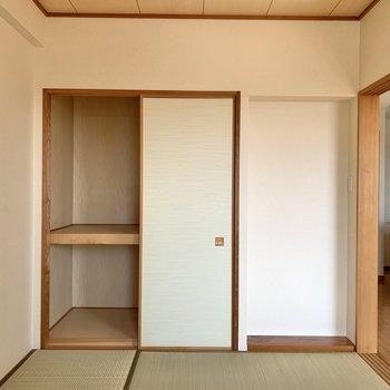 【和室】押入れは寝具が入れやすそうなサイズ感。