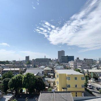 眺望は開けています。青空が気持ちいいです。