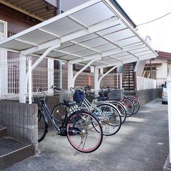 駐輪場があります。移動には自転車を利用しても良さそうです。