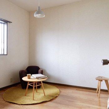 【洋室約4.5帖】DKを挟んで、反対側にもう一部屋。