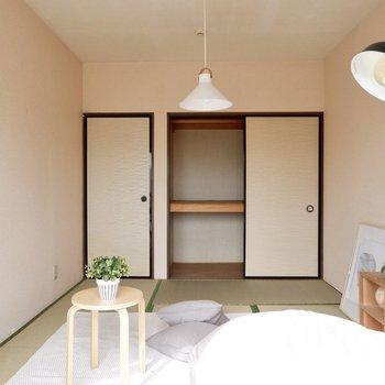 【和室約6帖】収納のあるお部屋です。カラーボックス等でスッキリと収納しましょう。