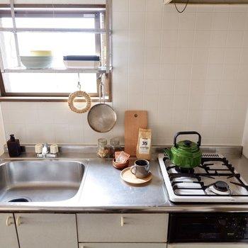【DK】グリル付きのコンロに、ゆったりとした調理スペース。家事が捗りますね。