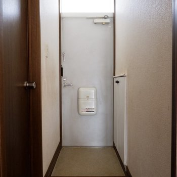 玄関にはシューズラックが備え付け。