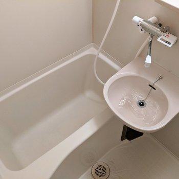 足を伸ばしてお風呂に入れそうですね〜。