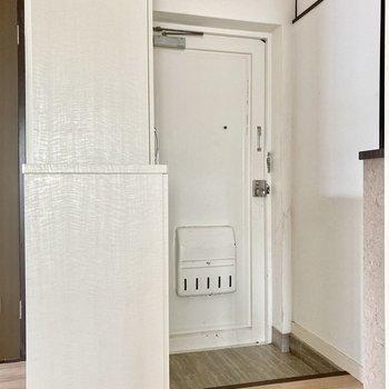 玄関部分は白で統一◎