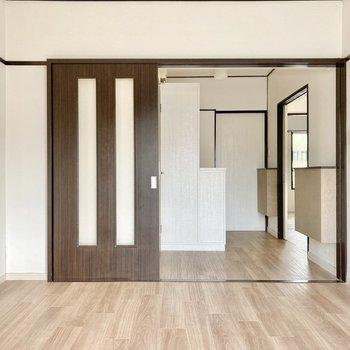 ドアを開けば玄関部分まで見えてとっても開放的。