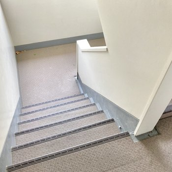 3階ですが、実質2階分をのぼるだけ〜!