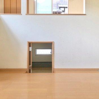 ダイニングの下には、秘密の小部屋……?