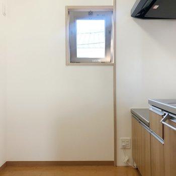 広めで使いやすいキッチン。冷蔵庫はもちろん、調理家電も圧迫感なく置けそう。