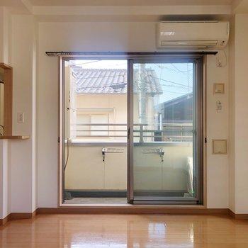 リビングには合計3つも窓が!風通しもいいので、気持ちいい~。