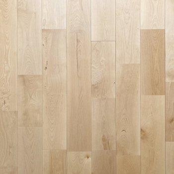 【LDK】さらりとした無垢床は足触りがいいんです。
