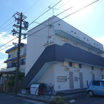 2階建ての建物。