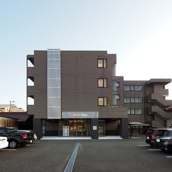 しっかりとした外観の鉄筋コンクリート造マンション。安心のオートロック付き!