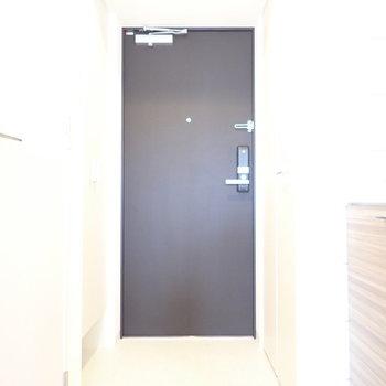 玄関はゆったりめです。(※写真は9階の同間取り別部屋のものです)