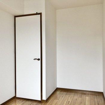 子ども部屋なら、ベットはギリギリ置けそうな広さ。