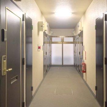 共用廊下は室内。