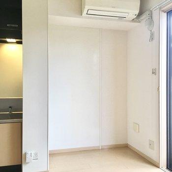 【DK】ここの隙間に冷蔵庫を配置できますね。