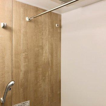 浴室乾燥機で室内干し可能です。※写真はクリーニング前のものです