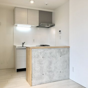 キッチン左に冷蔵庫スペース。
