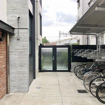 屋根付きの駐輪場です。