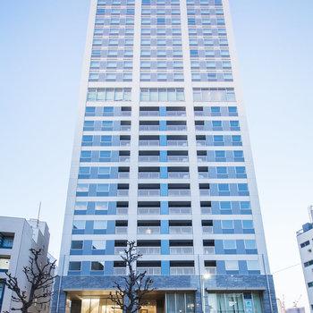 存在感のある25階建の建物です。