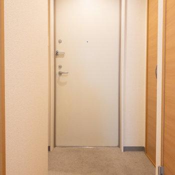 広々とした玄関。