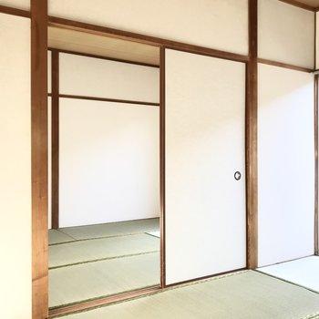 お隣の和室とは襖で繋がっていますよ