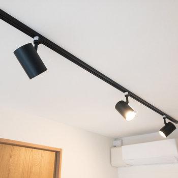 【洋室】ライティングレールはブラック。カッコいいですね。
