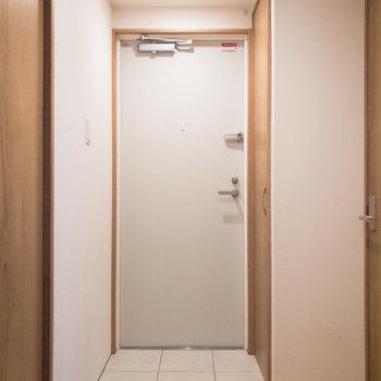玄関はフラットタイプ。