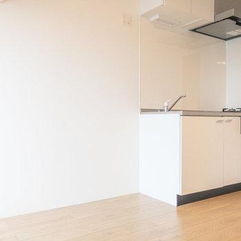 【LDK】冷蔵庫はキッチンの左側に置けます。