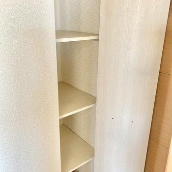 廊下にちょっとした収納も。奥行きがあるので、パントリーにも◎(※写真は3階の反転間取り別部屋のものです)