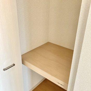 玄関横にしっかりめの収納。アウトドア用品もすっぽり入りますね。(※写真は3階の反転間取り別部屋のものです)